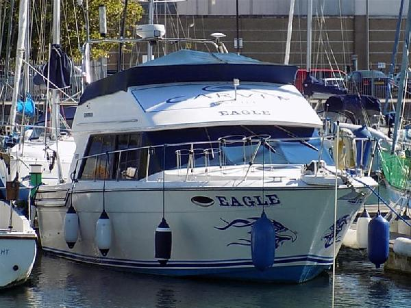 Carver Carver 28 Command Bridge For Sale From Seakers Yacht Brokers